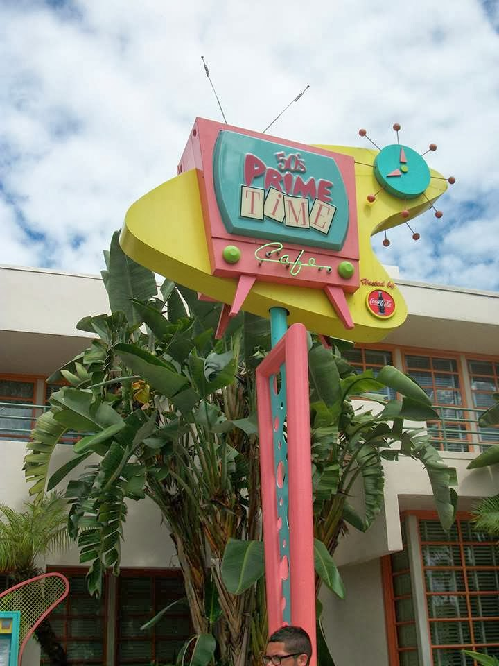 Why I Love Dining at The 50's Prime Time Café at Walt Disney World