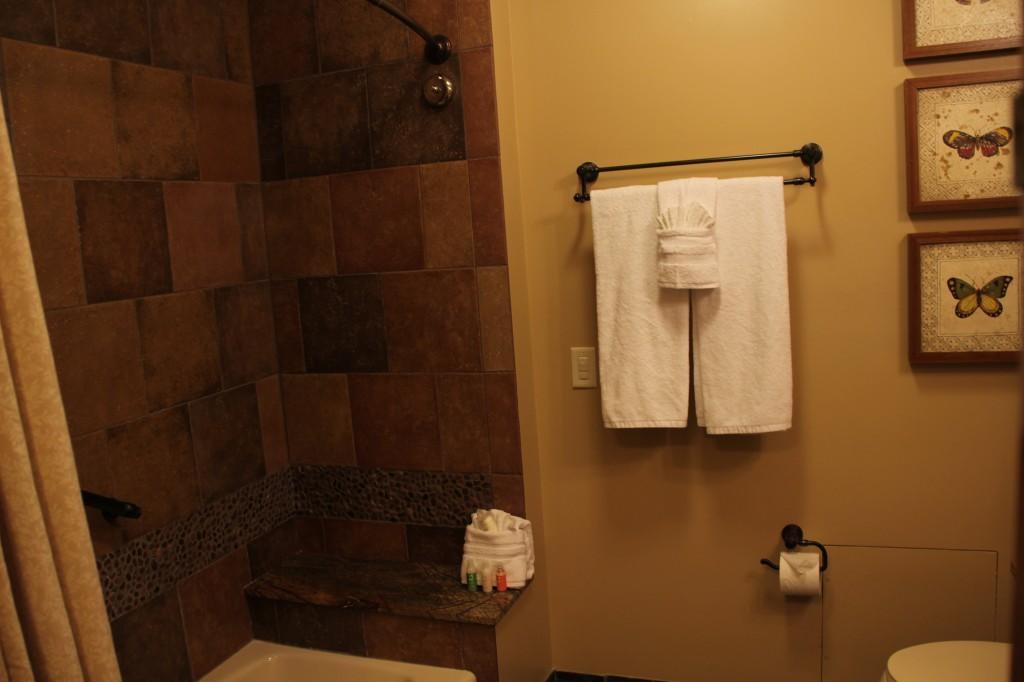 Treehouse Villas - 2nd Bathroom