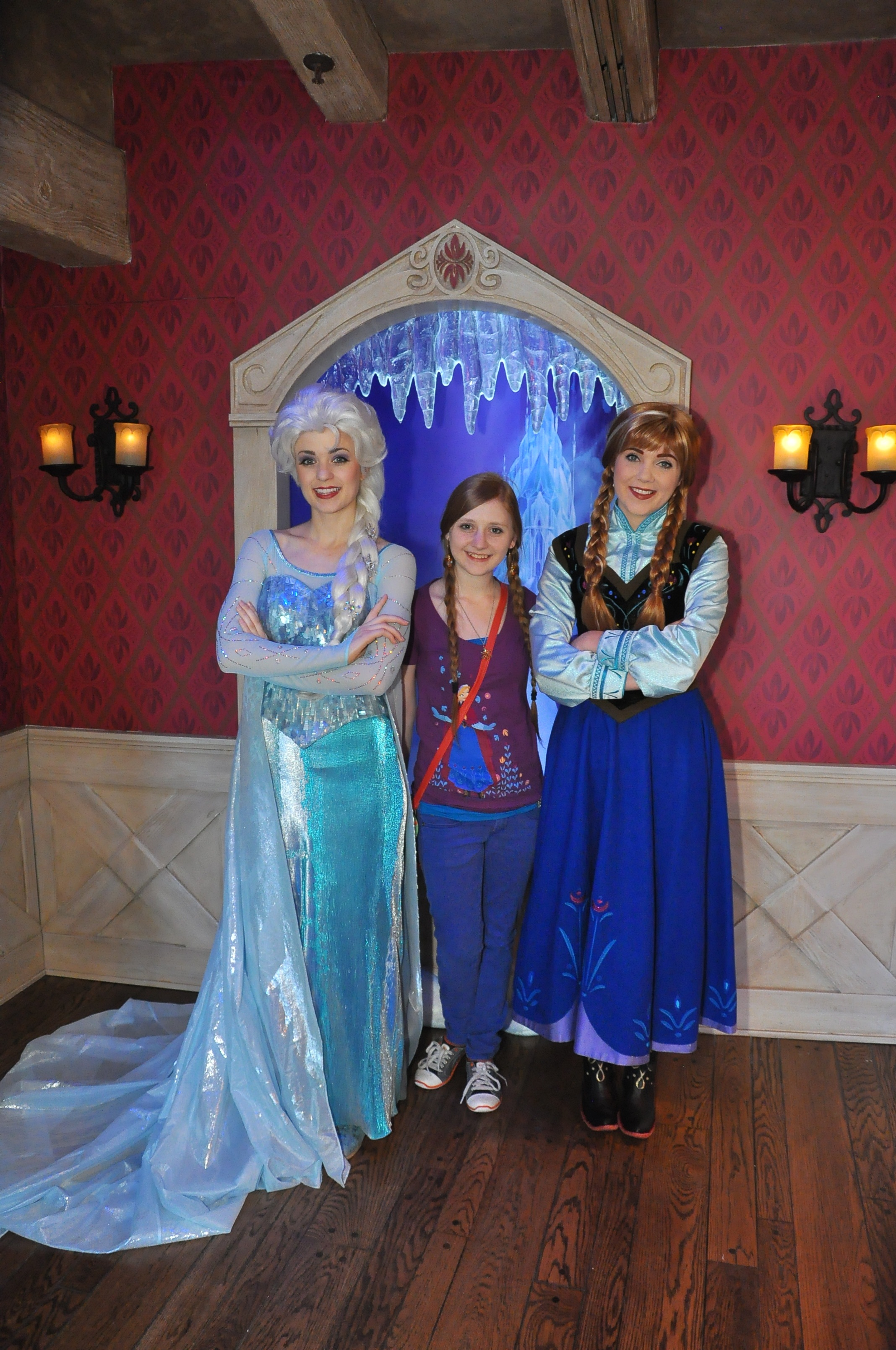 Frozens Anna And Elsa Meet And Greet At Disneyland Is It Really