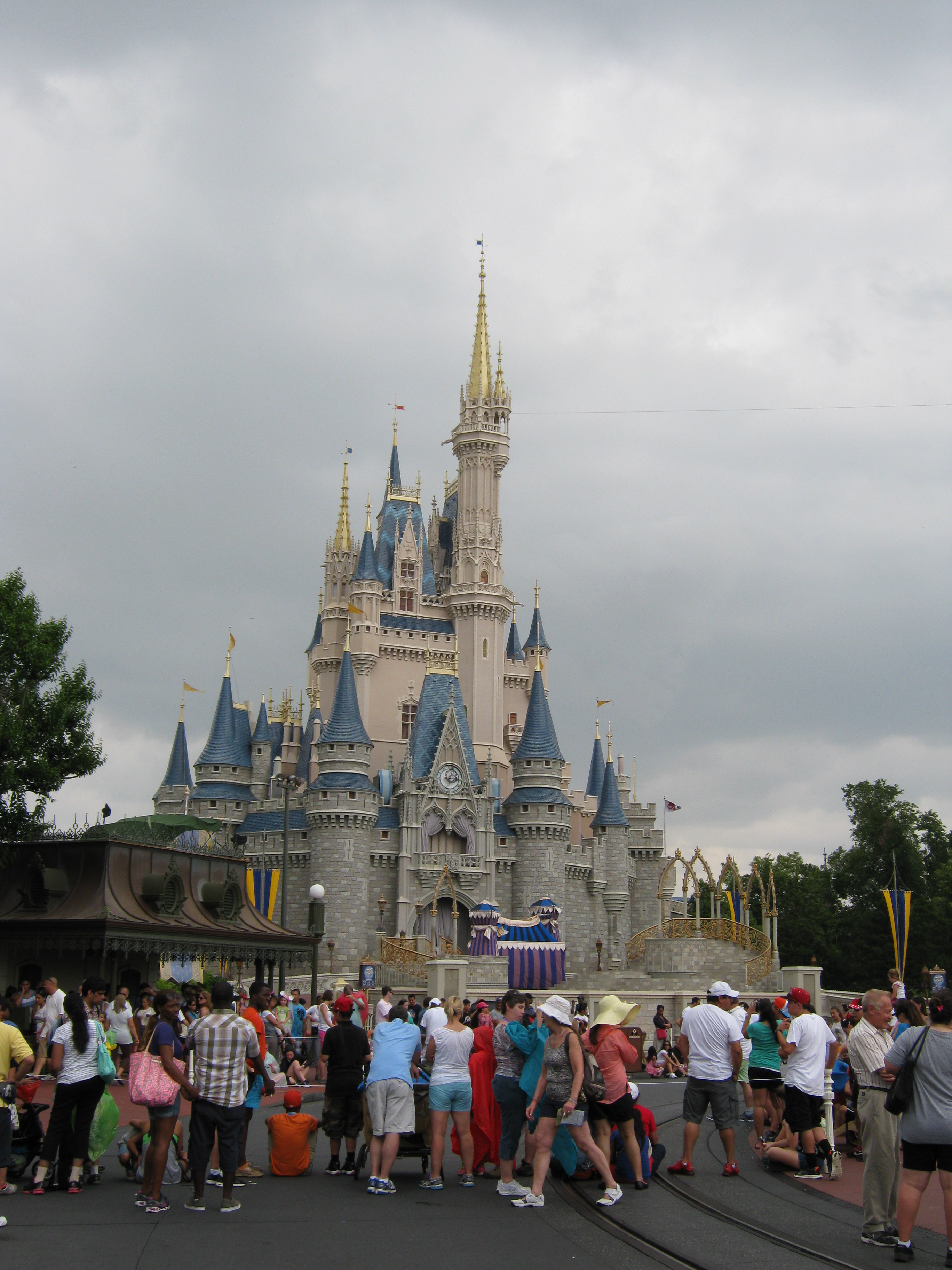 Disney In The Rain, It Can Be Fun!