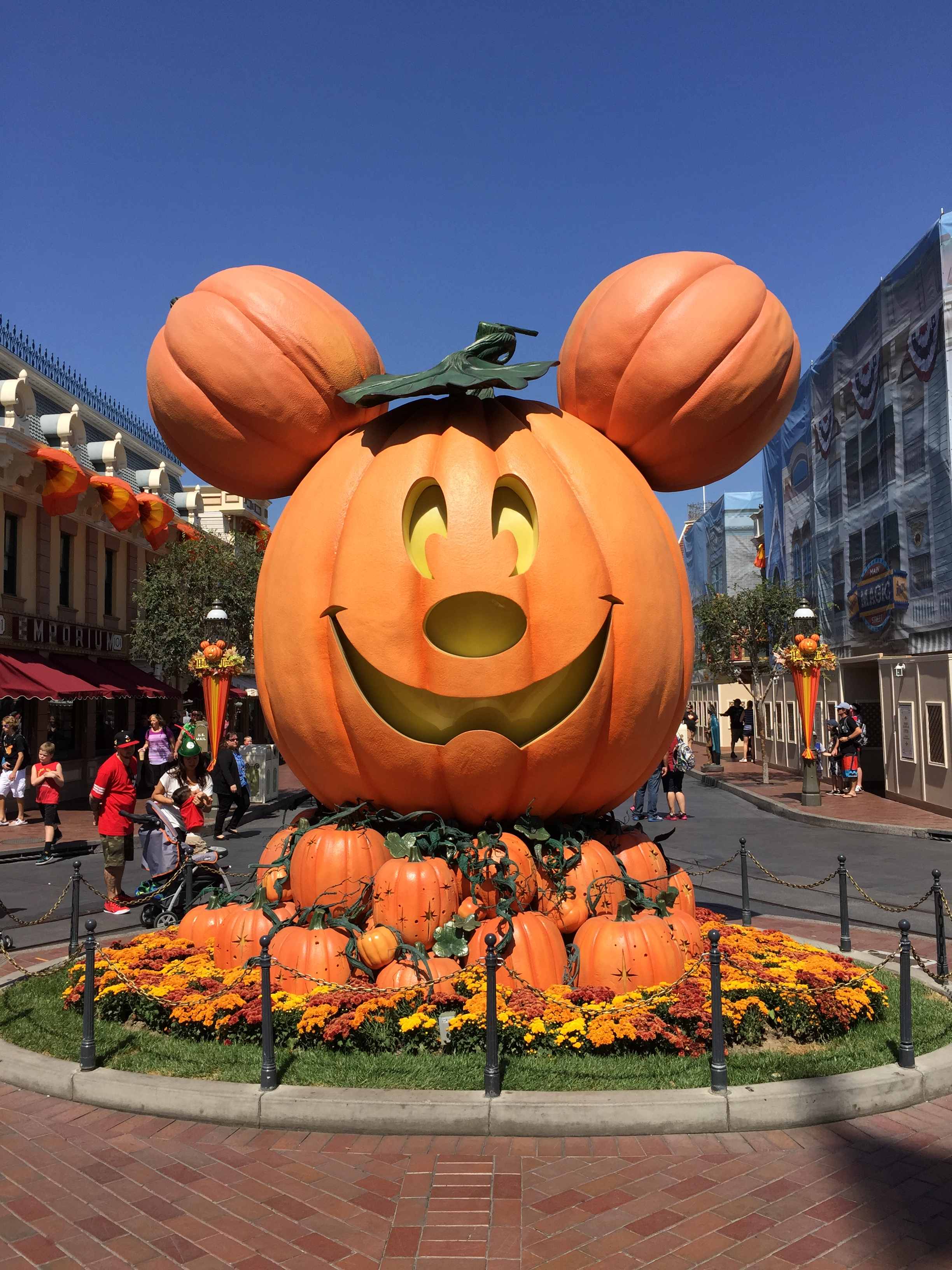 5 Tips on How to Best Enjoy the Halloween Season at Disneyland