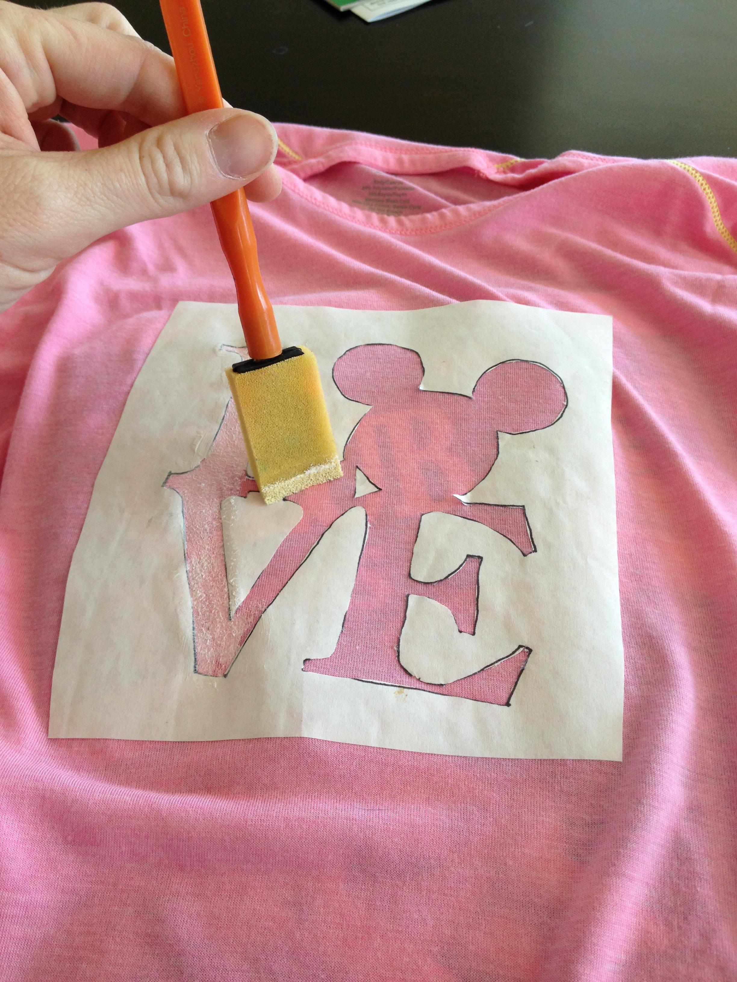 DIY Disney Shirts - Tips from the Disney Divas and Devos