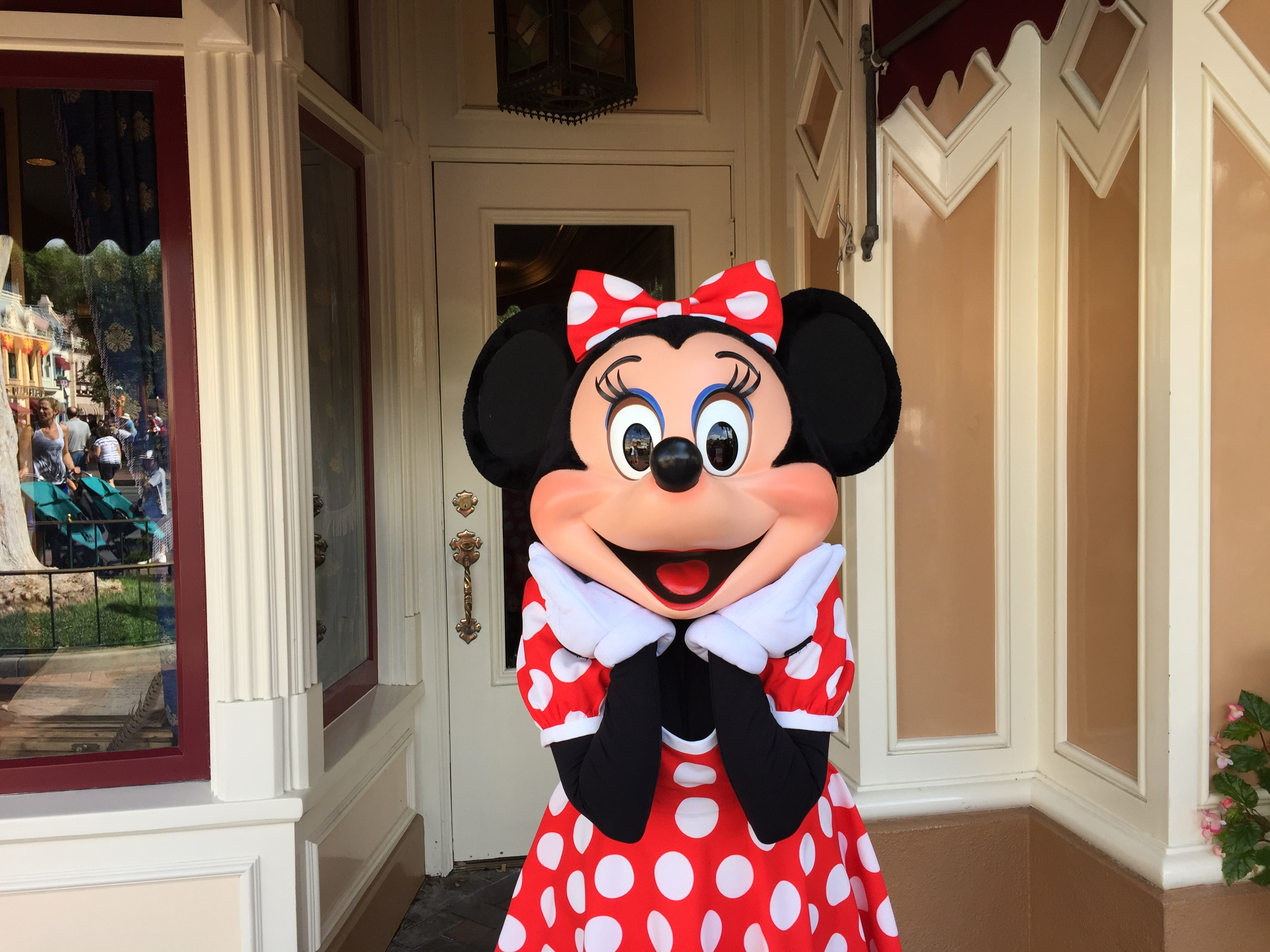 Dining Review of Character Breakfast with Minnie and Friends at the Plaza Inn at Disneyland