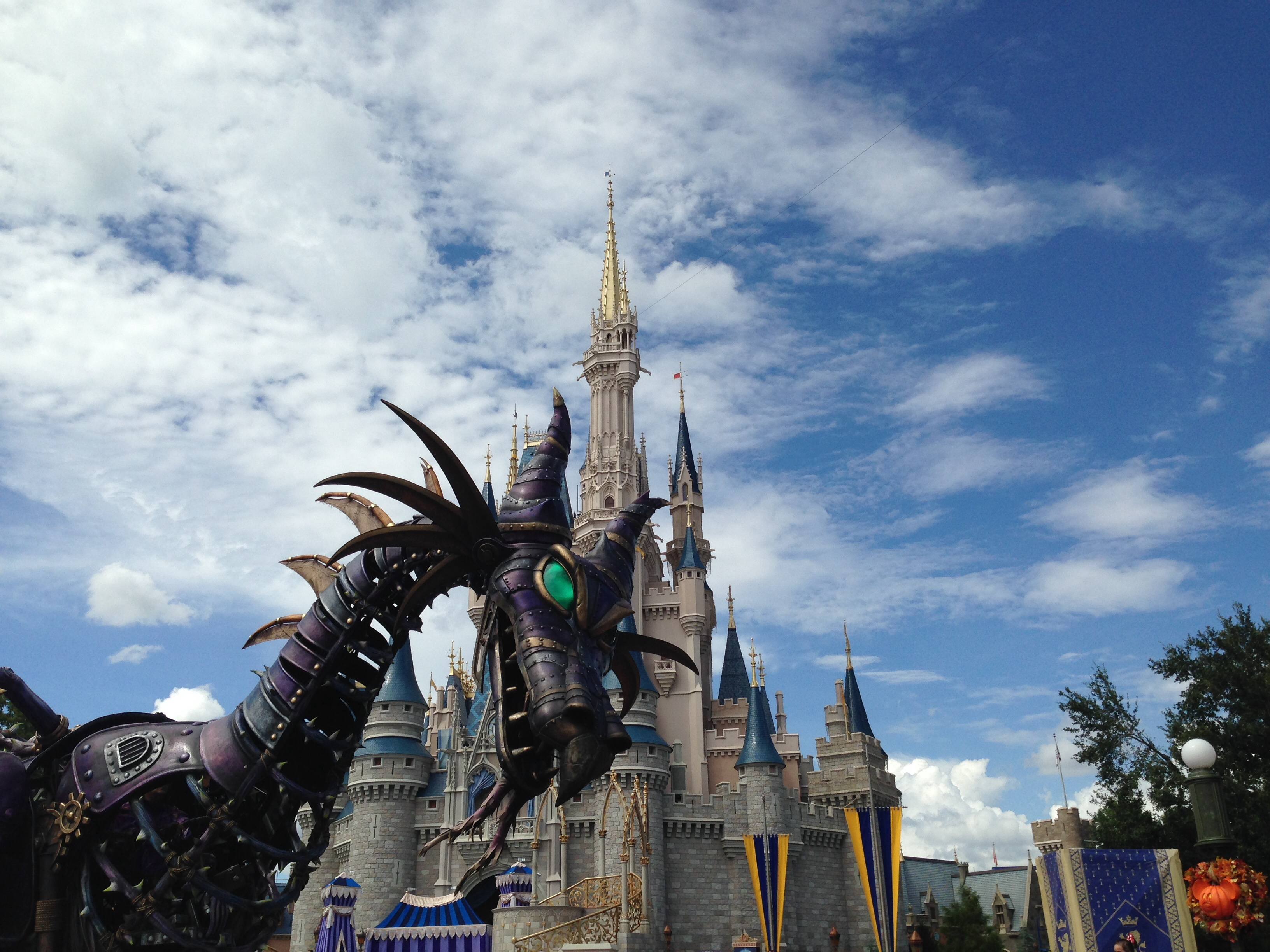 Using Fastpasses For Disney Parades And Shows at Walt Disney World or Disneyland