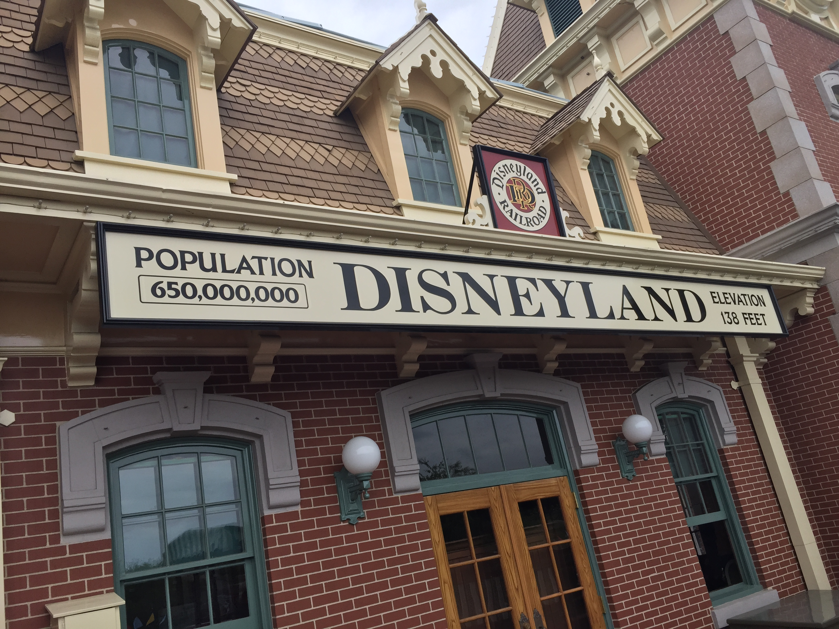 Disneyland From the Perspective of a Disney World Fan