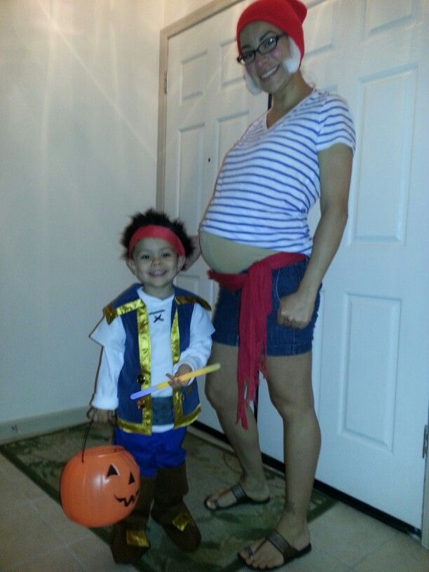 Disney halloween costumes to theme or not to theme tips from the smee shirt pregnant smee solutioingenieria Gallery