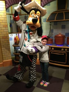 Private meeting with Goofy before your meal!