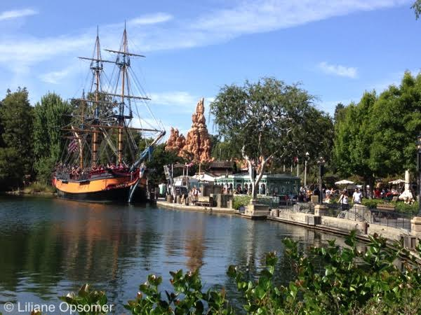 Unofficial Guide to Disneyland Review