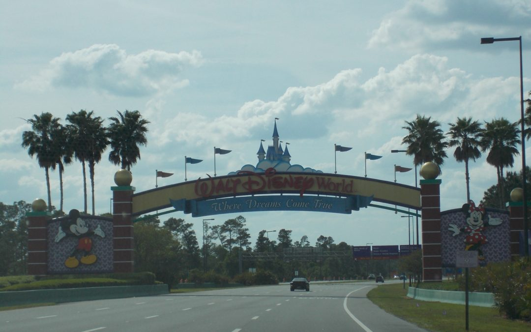 Making Magic Kingdom Picture Perfect- Tips for Getting Those Perfect Disney World Shots Without Anyone in Them!