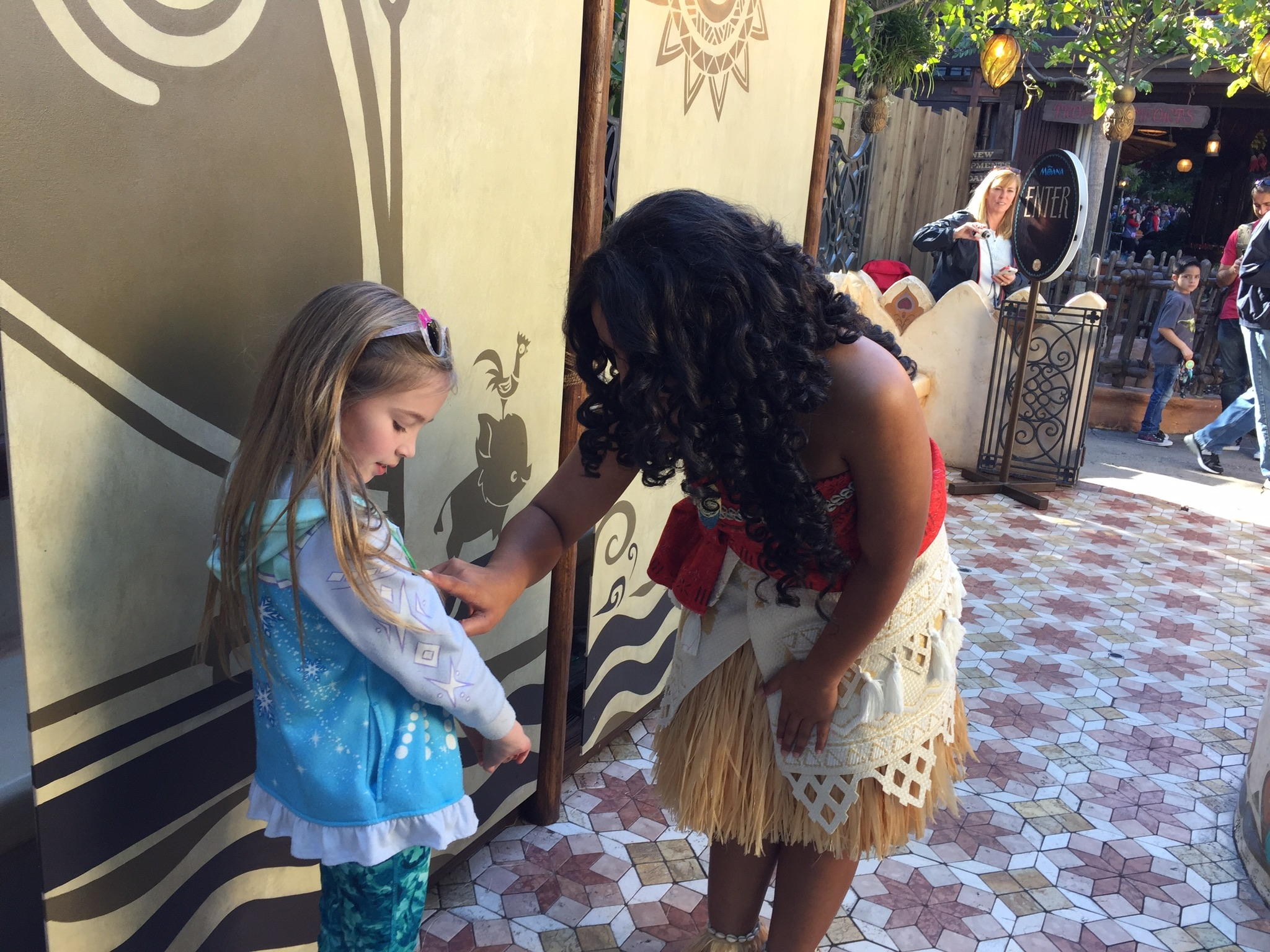 Meeting moana at disneyland tips from the disney divas and devos meeting moana at disneyland m4hsunfo
