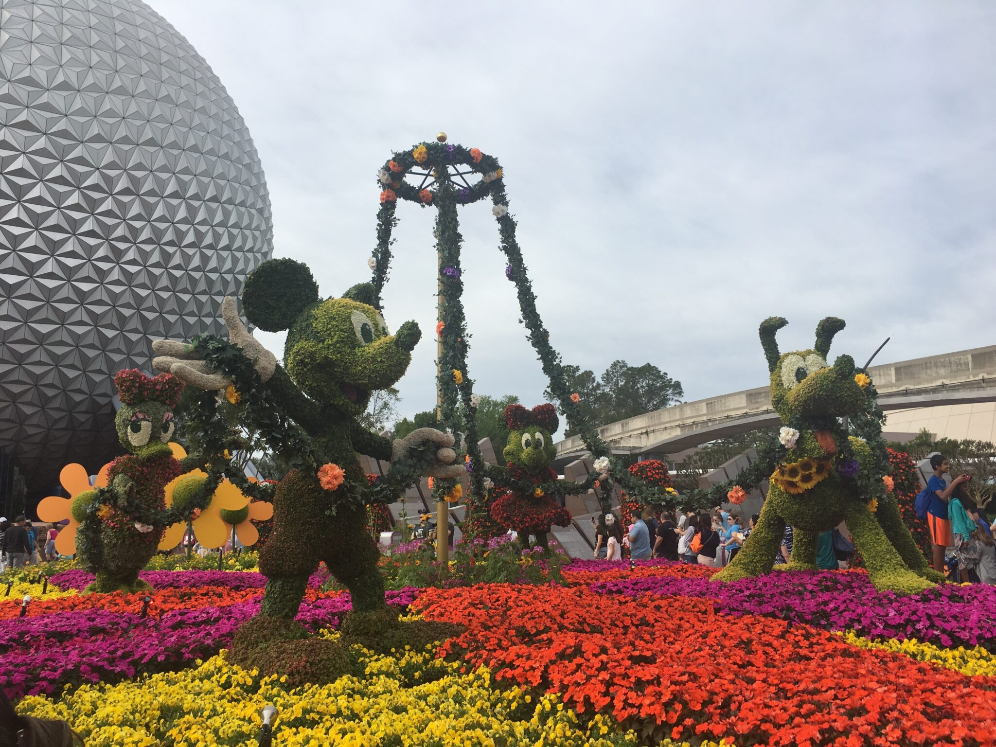 A day at the 2017 epcot flower and garden festival tips - Epcot flower and garden festival 2017 ...
