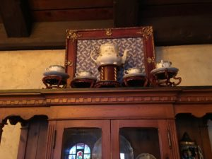 awesome tips for dining at Disneyland's NEWEST quickservice restaurant, Belle's Red Rose Taverne