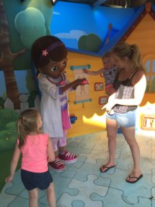 Attending a Disney Park? Here's How to Build Your Family's Special Plan! / Hollywood Studios / Meeting Doc McStuffins