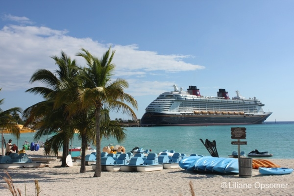 "Sail Away with the ""Unofficial Guide Disney Cruise Line 2020"" – Review and Giveaway"